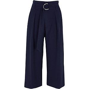 Jupe-culotte bleu marine avec ceinture à anneaux en D