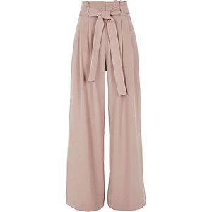 Roze broek met wijde pijpen en strikceintuur