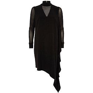 Asymmetrisches, schwarzes Kleid mit Einsatz aus Netzstoff