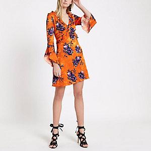 Oranje jacquard jurk met ruches en bloemenprint