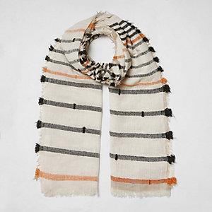Beige gestreepte sjaal met textuur