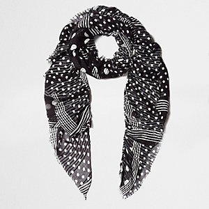 Zwarte sjaal met franje en stippenprint