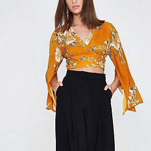 Crop top à fleurs orange drapé à manches kimono