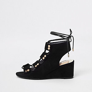 Zwarte sandalen met knooplint en lage sleehak