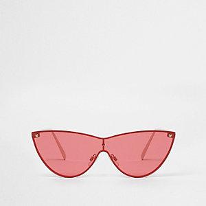 Goudkleurige cat-eye-zonnebril met rode glazen