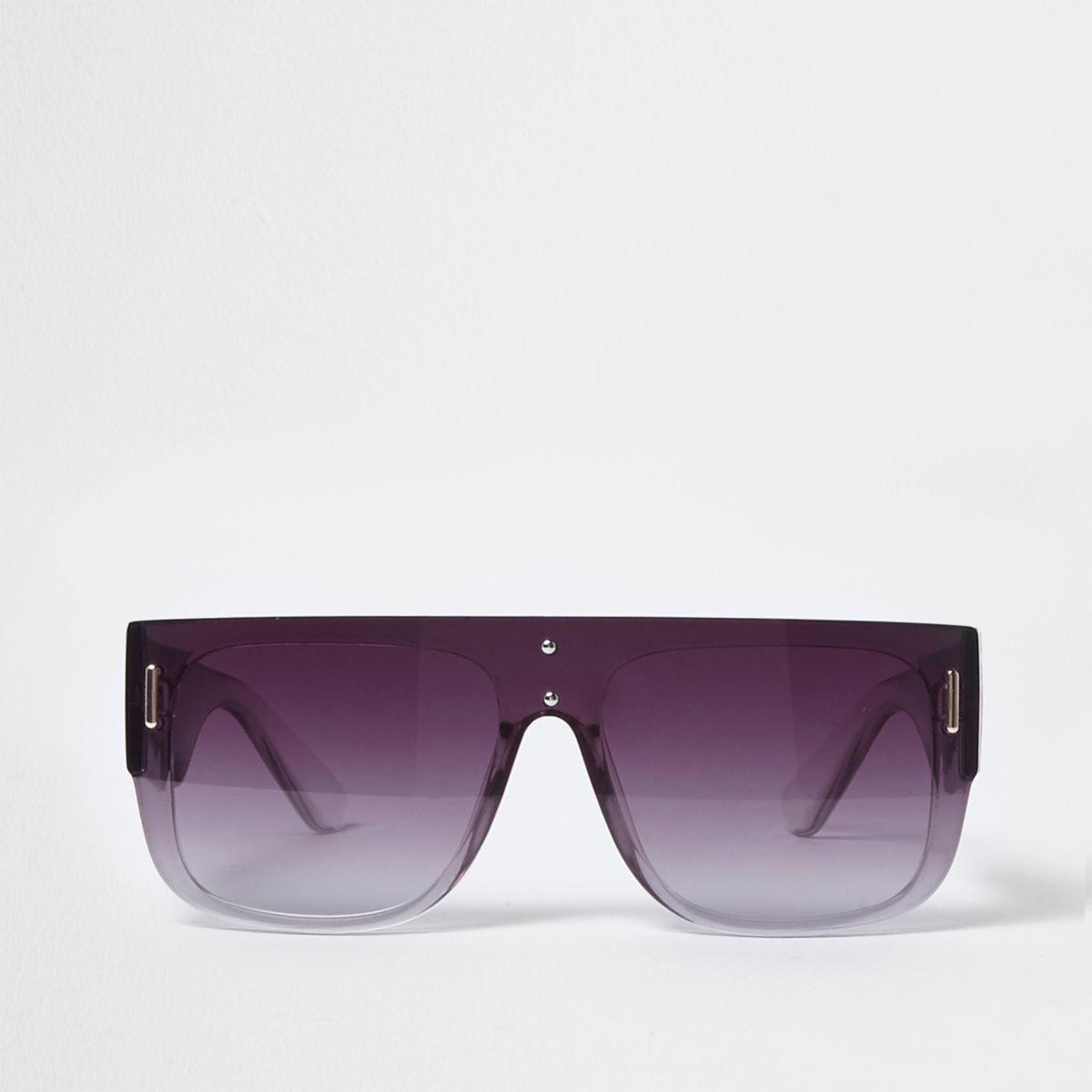 Zwarte zonnebril met platte bovenzijde en getinte glazen