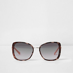 Brown tortoiseshell frames glam sunglasses