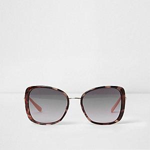 Brown tortoiseshell frames glam sunglasses