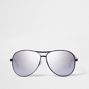 Black metal frame aviator sunglasses
