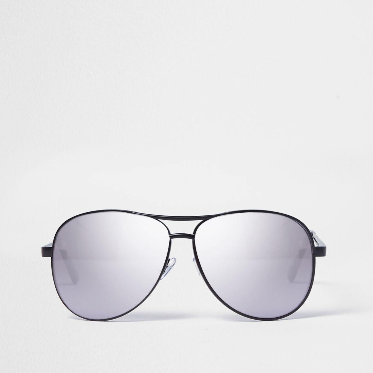 Black metal frame aviator sunglasses