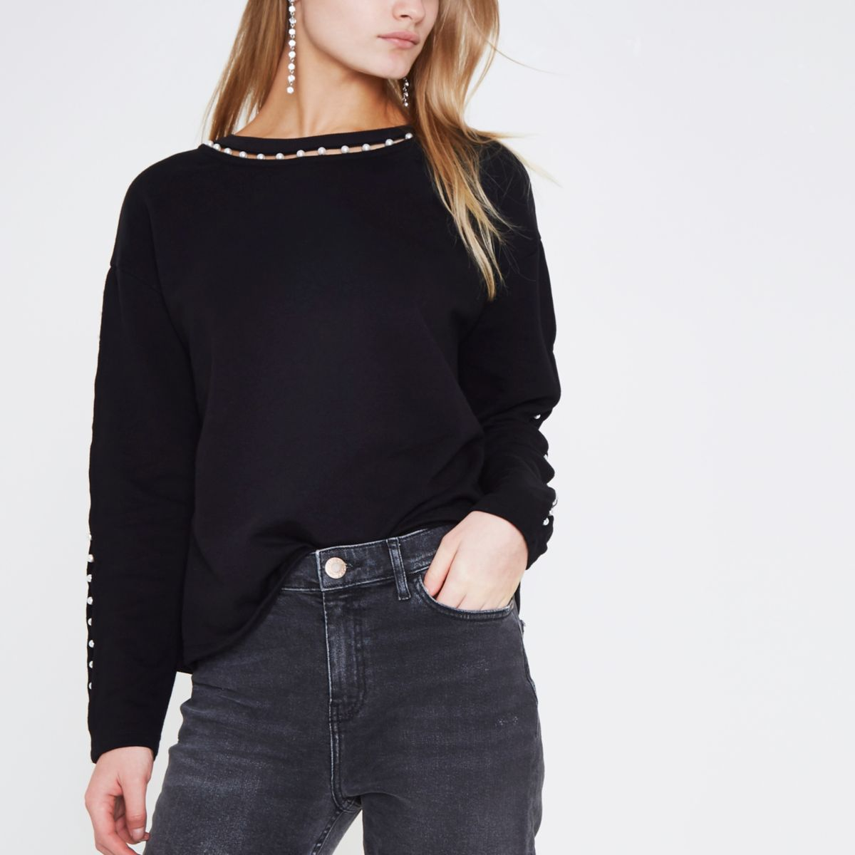 Sweatshirt in Schwarz mit Kunstperlenverzierung