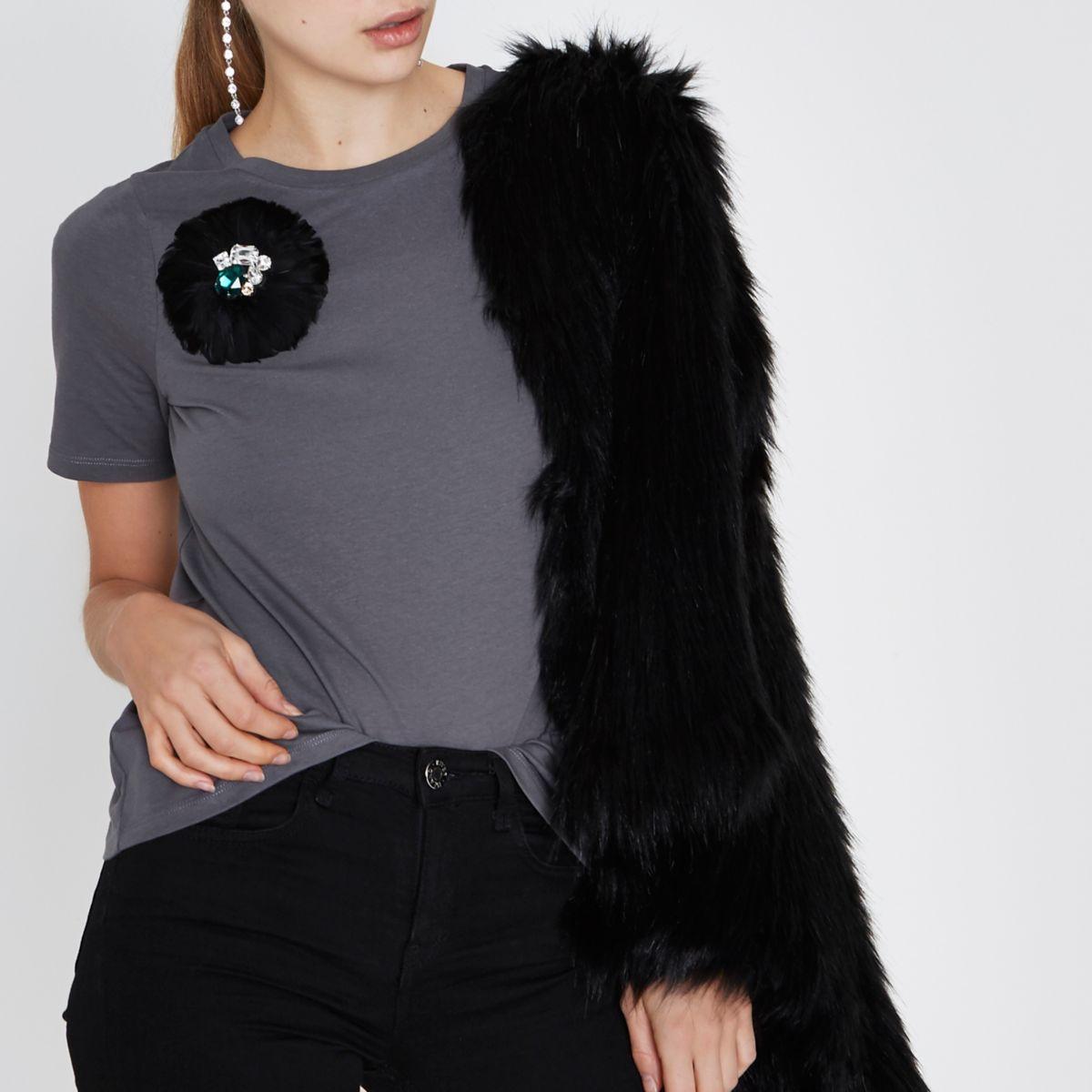 Zwart verfraaid T-shirt met verenbroche