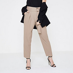 Petite beige D-ring belt tapered pants