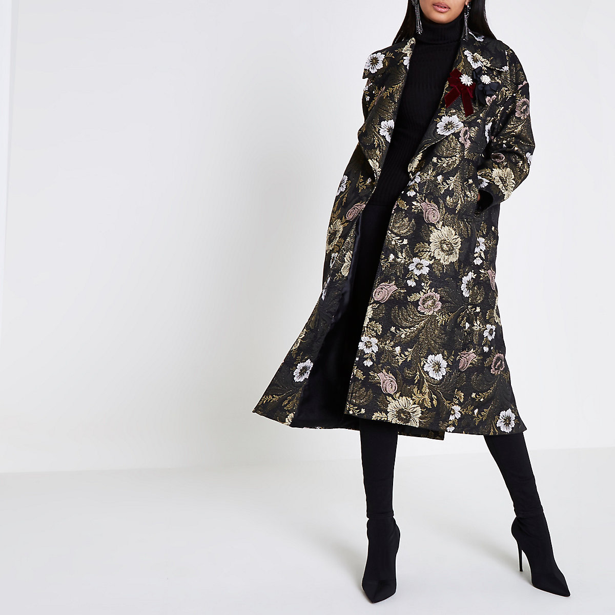 Gold floral jacquard brooch embellished coat