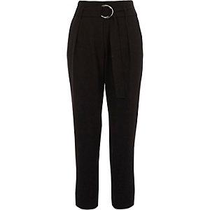 Pantalon fuselé noir avec ceinture à boucle