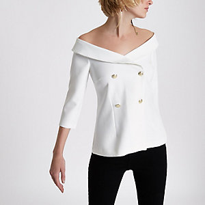 Witte off-shoulder double-breasted top
