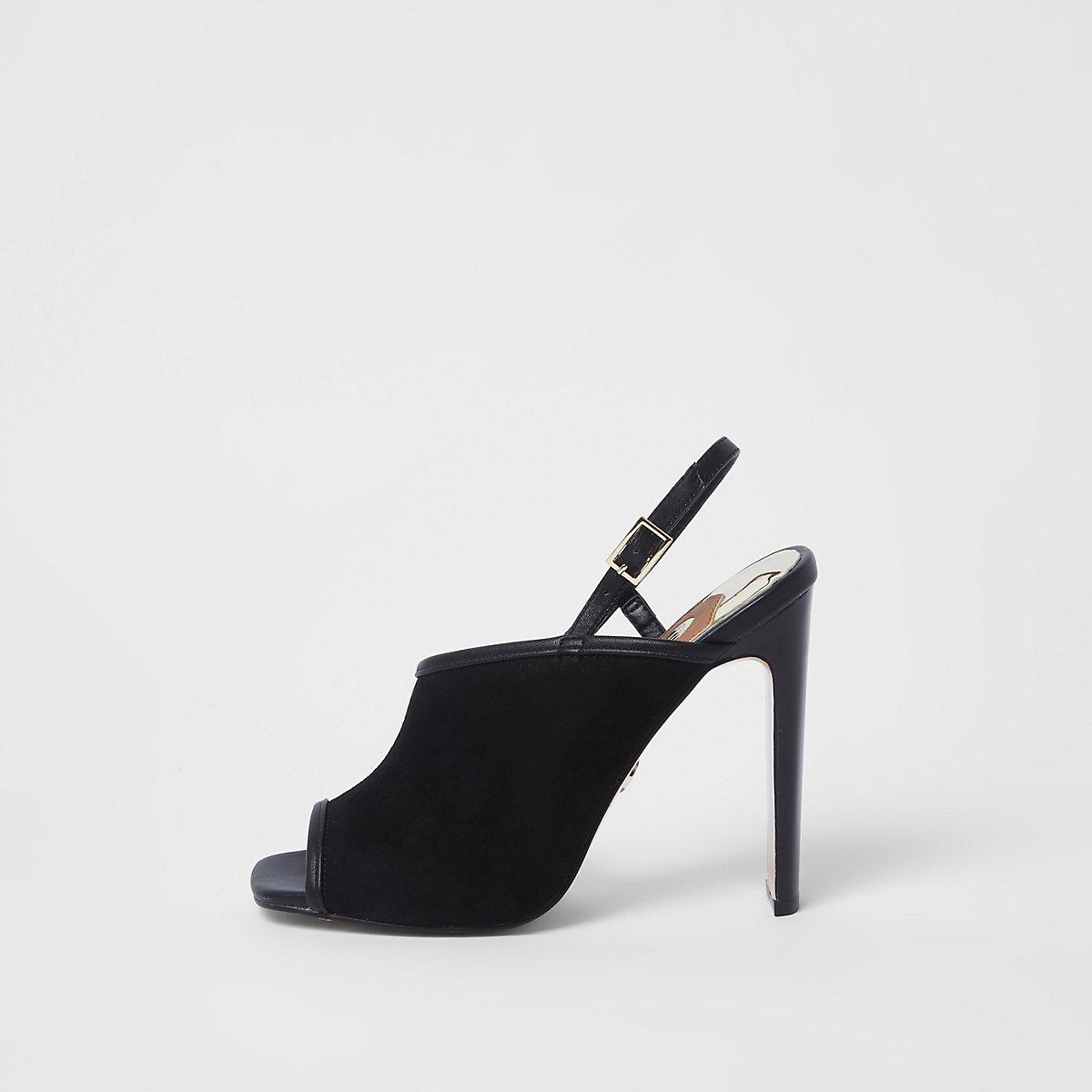 Schwarze, asymmetrische Schuhe