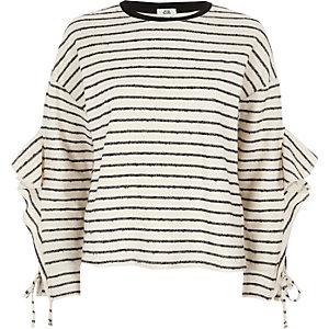 Sweatshirt in Creme mit Rüschen