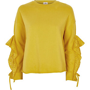 Sweat jaune à broderies et manches à volants