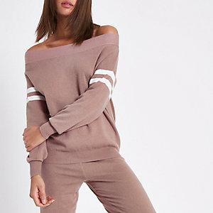 Pull en maille rose clair à encolure Bardot et rayures sur les manches