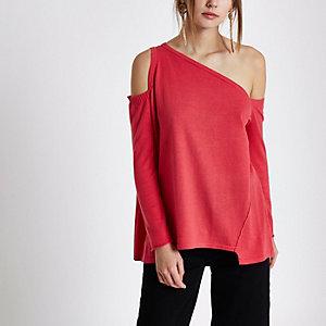 Top rose asymétrique en tricot