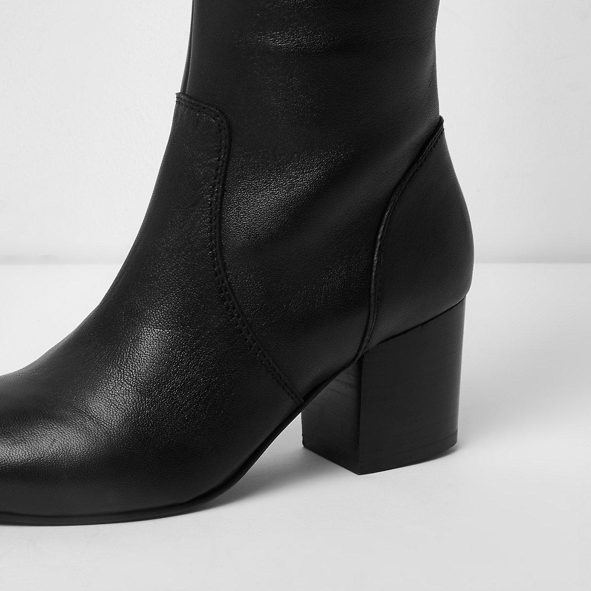 Zwarte kniehoge leren laarzen met blokhak ...