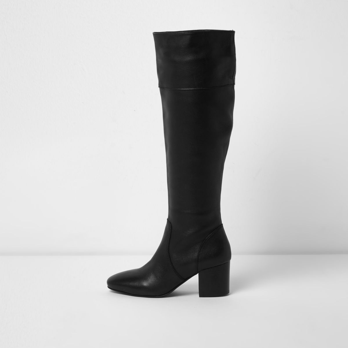 Schwarze, kniehohe Lederstiefel mit Blockabsatz