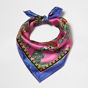 Roze sjaal met tropische tijgerprint