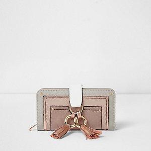 Grijze metallic portemonnee met ringen, kwastjes en rits rondom