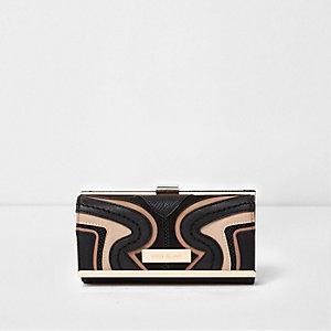 Black swirl cutabout clip top foldout purse