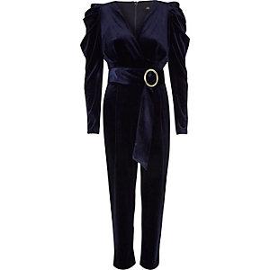 Marineblauwe fluwelen jumpsuit met pofmouwen
