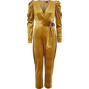 Gele fluwelen jumpsuit met ceintuur en pofmouwen