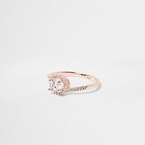 Roségoudkleurige ring bezet met stras