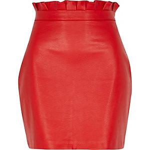 Rode minirok van imitatieleer met plooitjes in de taille