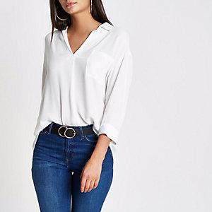 Witte blouse met overslag op de rug