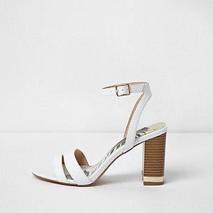 Sandales minimalistes blanches à talon carré