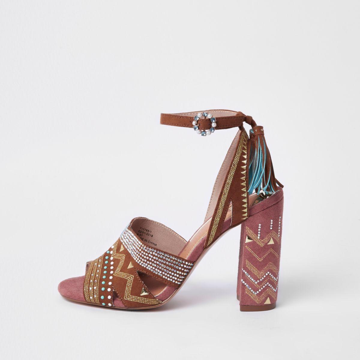 Bruine sandalen met aztekenprint en blokhak