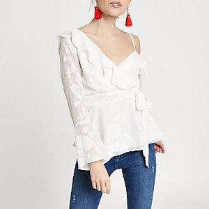 RI Petite - Witte jacquard blouse met blote schouder
