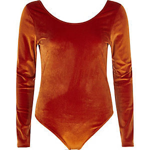 Oranje velours body met lage hals en lange mouwen