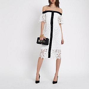 Witte kanten midi-jurk in bardotstijl