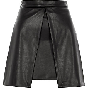 Black faux leather front split mini skirt
