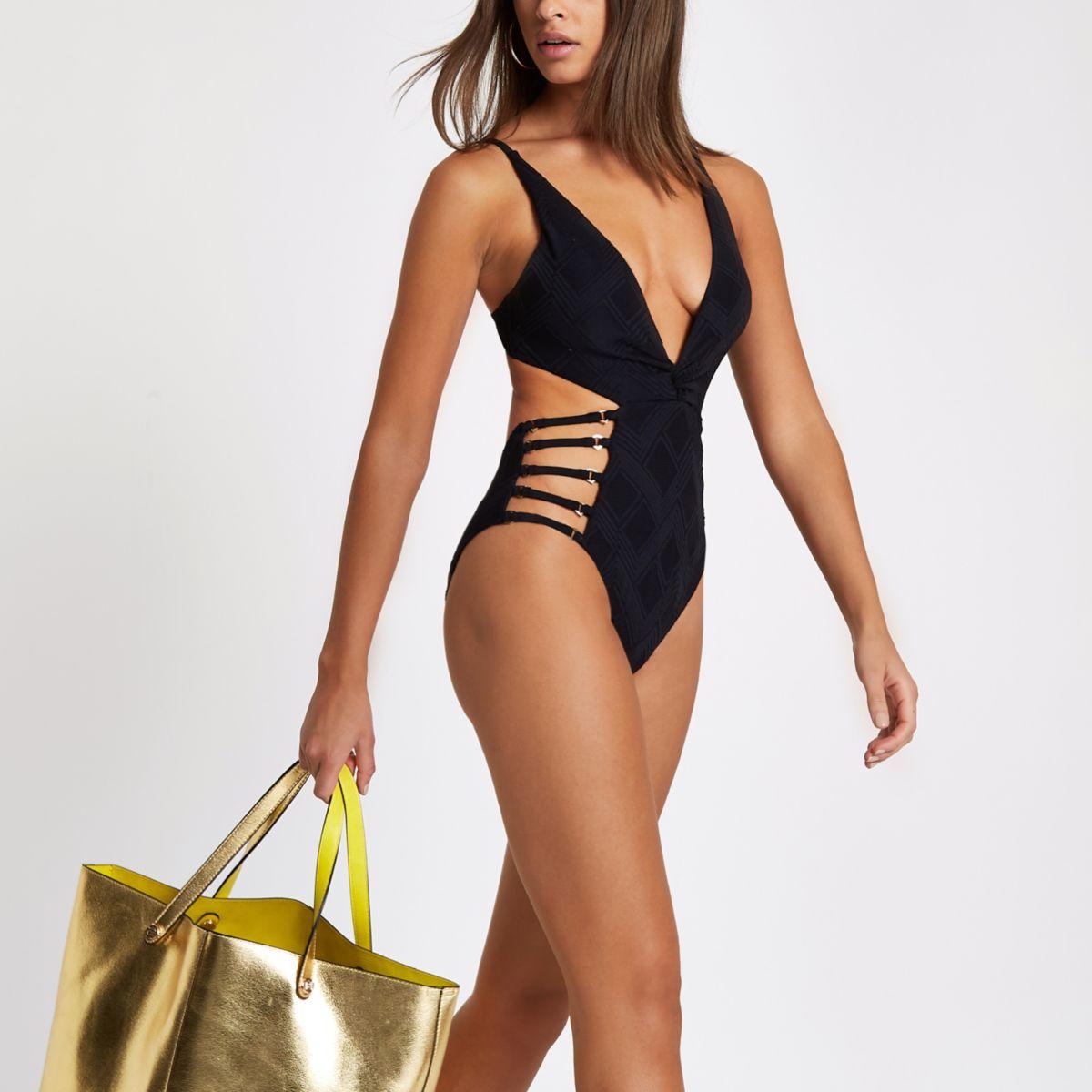 Schwarzer, ausgeschnittener Badeanzug