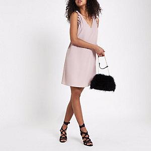 Ärmelloses Kleid mit Rüschendesign in Nude-Rosa