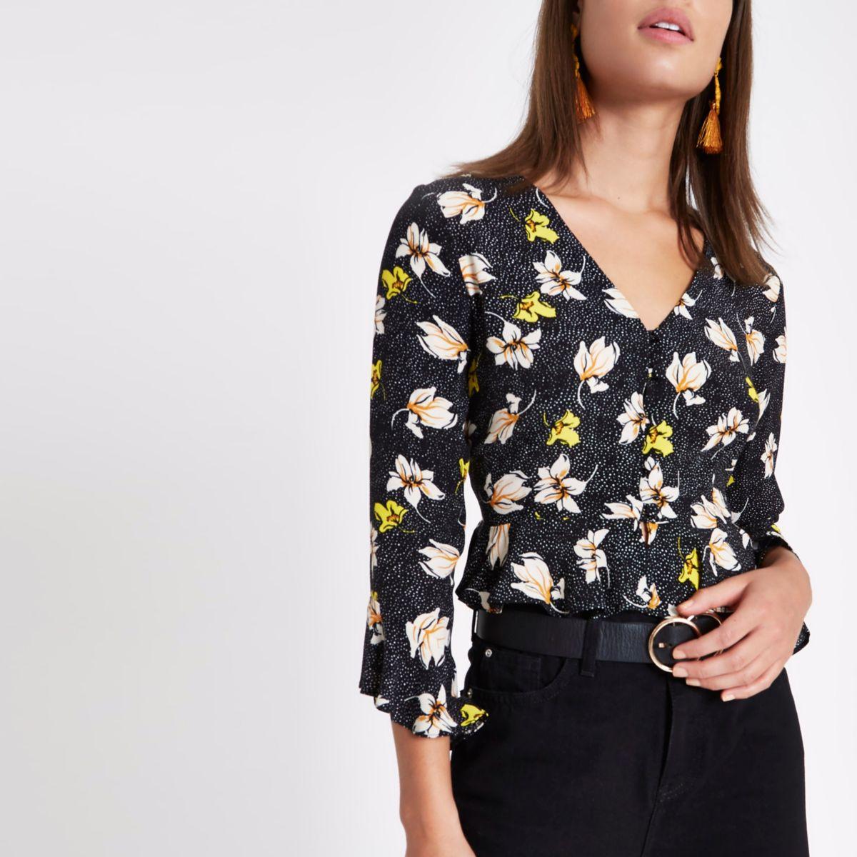 Crop top Bardot avec boutons motif fleurs et ourlet à volants