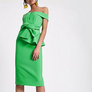 Robe Bardot ajustée verte nouée sur le devant