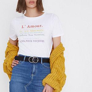"""Weißes, figurbetontes T-Shirt mit """"L'amour""""-Print"""