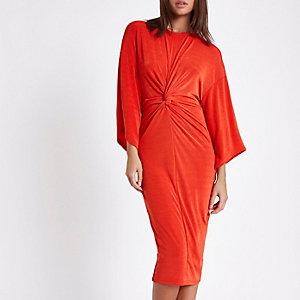 Rode midi-jurk met knoop voor