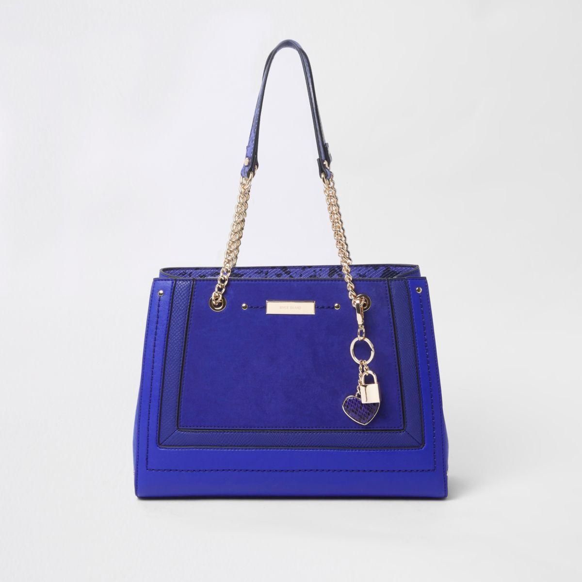 Blauwe handtas met panelen, structuur, bedeltje en ketting
