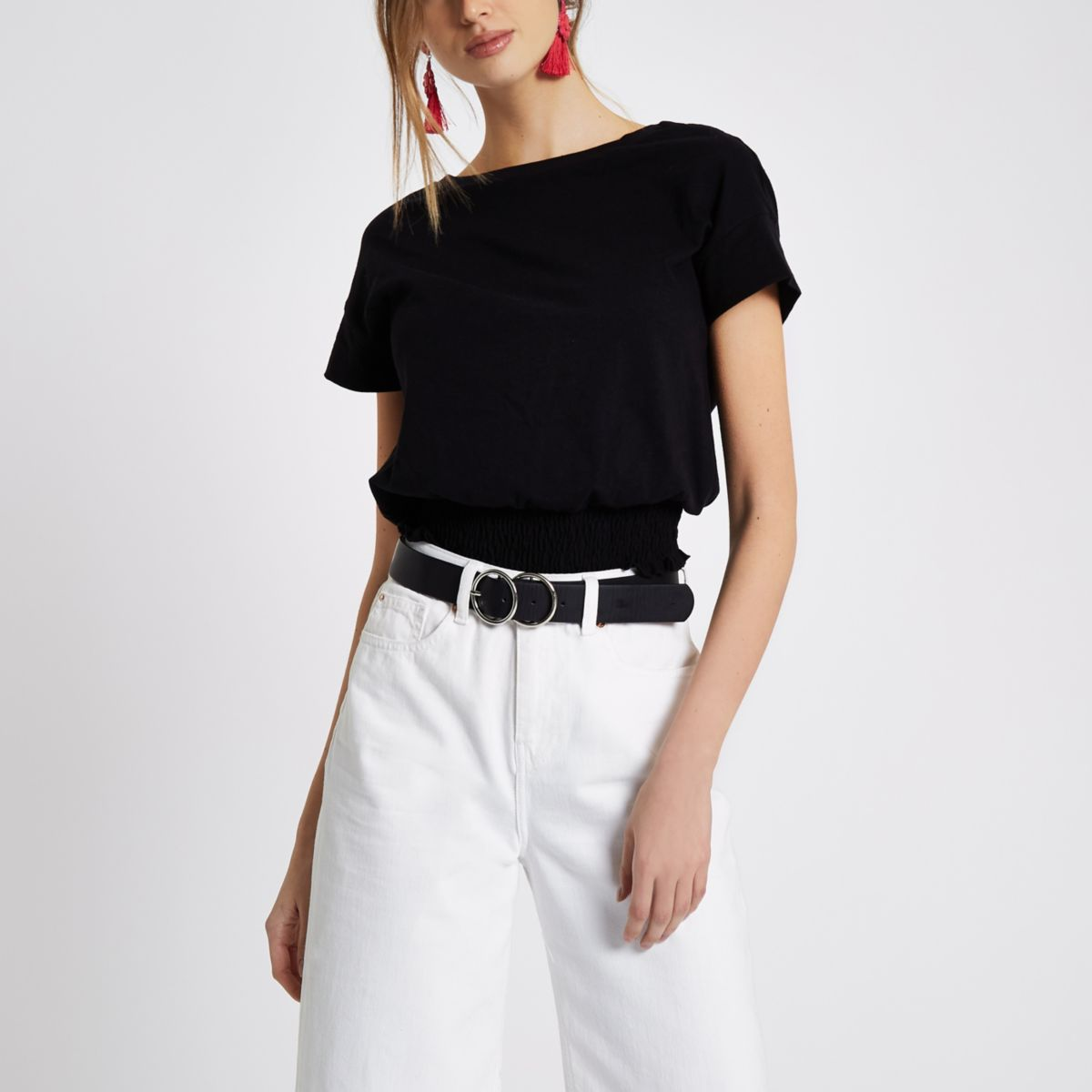Schwarzes T-Shirt mit gerafftem Saum