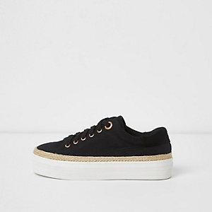 Zwarte sneakers met dikke zool en rand in espadrillestijl